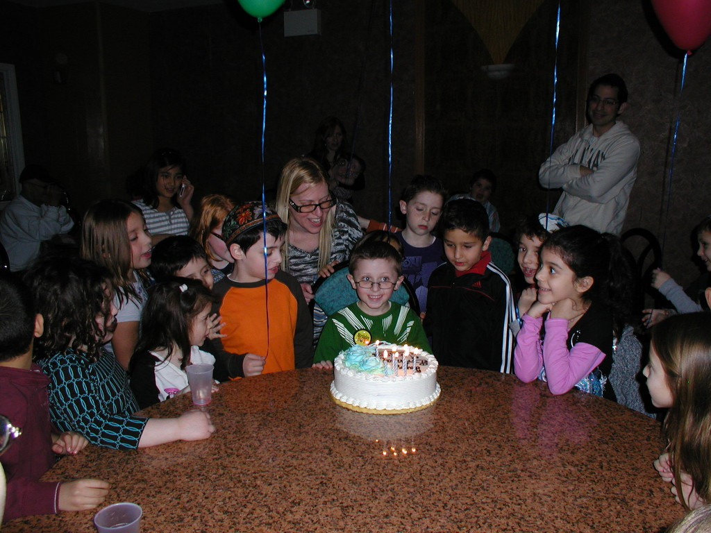 Birthday party ideas that won't put you in the poor house and a $100 birthdayexpress.com giveaway!