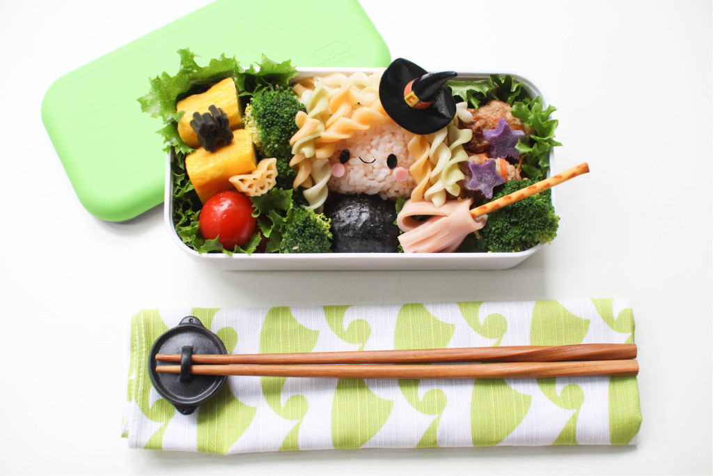 Kids are always fascinated by magical witches and wizards. Pack this friendly looking witch onigiri in their bentos. Craft her hair out of fusilli pasta, and make her a broomstick out of ham and pretzel sticks. Have a picky kid who hates carrots? Then use carrots to make delicious pork carrot patties as a side dish. Since we are vegetarians I wille meat with tofu! substitute th