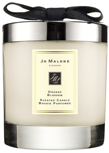 The Orange Blossom Home Candle infuses any room with evocative scent and lasts for hours. An everyday luxury, it brings warmth to any environment.