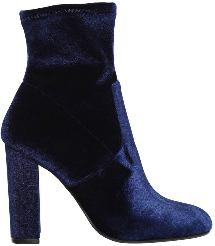Loving theseSteve Madden Navy Stretch Velvet Bootsthey are EVERYTHING you need.