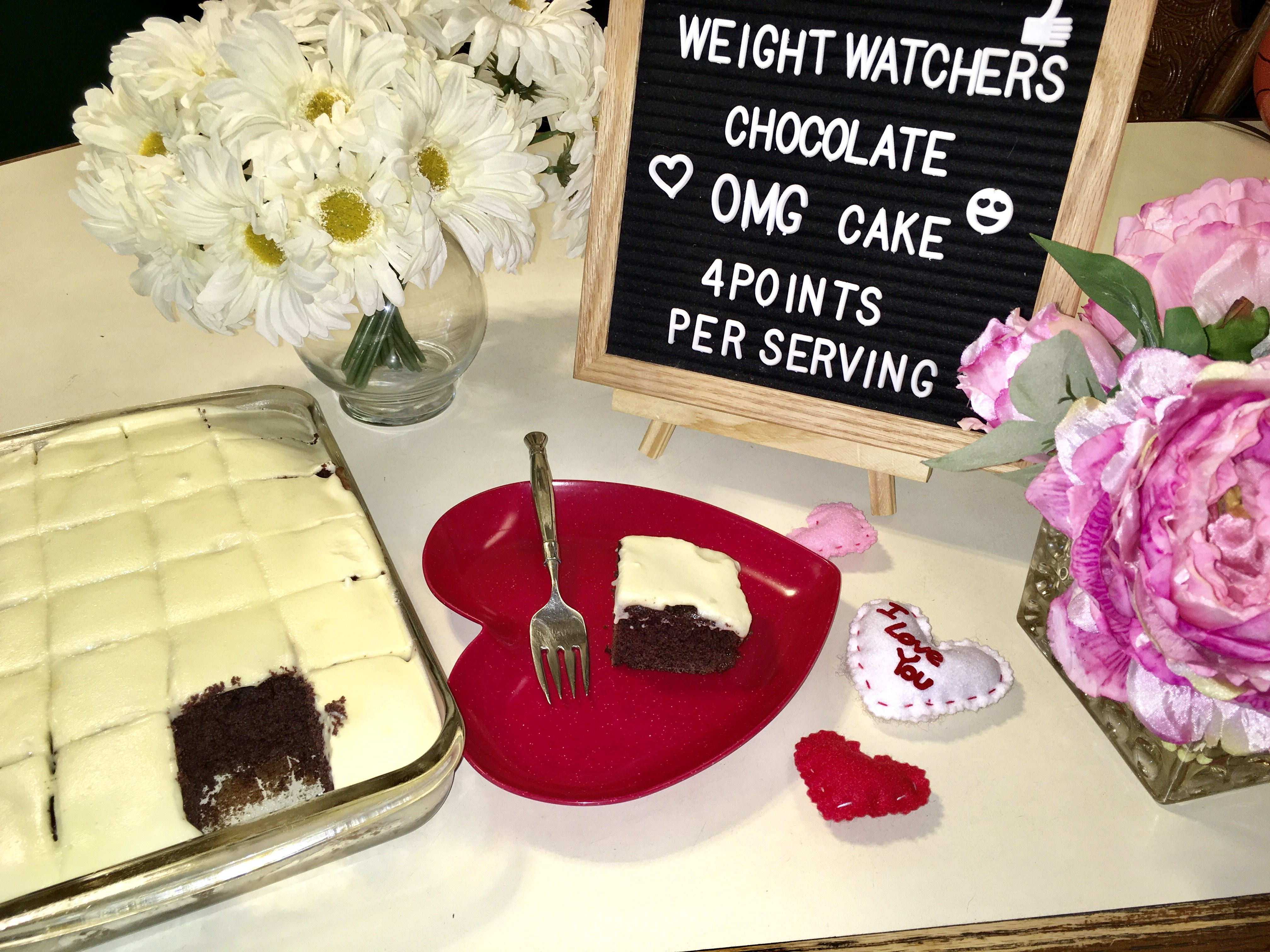Make Chocolate Weight Watchers Cake for only 4 SmartPoints per serving! A delicious and easy recipe that is perfect for your chocolate craving!